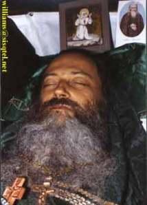 Părintele Serafim, pe numele de mirean Eugene Dennis Rose, născut la 13 august 1934, San Diego - adormit la 2 septembrie 1982