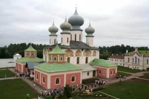 Biserica mănăstirii din Tihvin