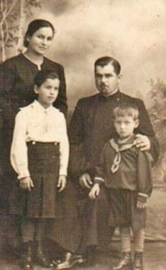 Preotul Porfirie Soimu cu familia sa